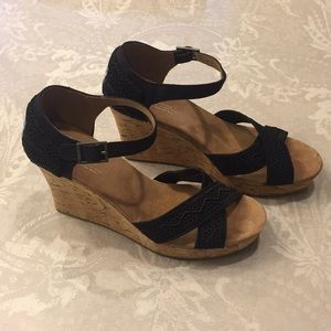 Ladies toms strapping wedge